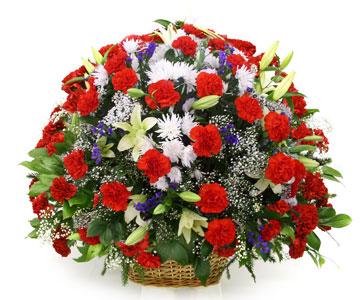 Букет из искусственных цветов в коробке